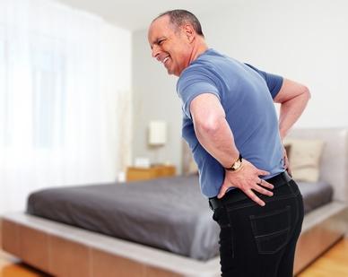 durchgelegene Matratze schlecht für Rückenschmerzen