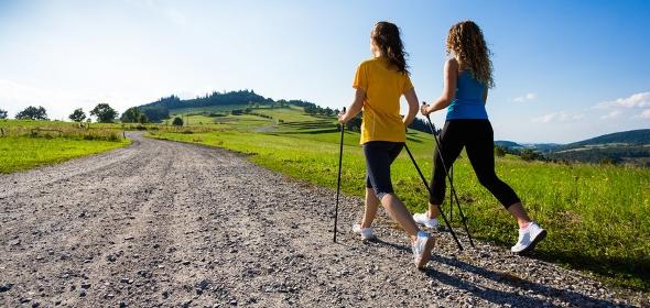 Nordic Walking ist die rückenschonendere Alternative zum Joggen