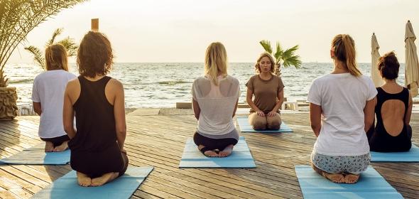 Yoga entspannt Körper und Geist und stärkt die Rückenmuskulatur
